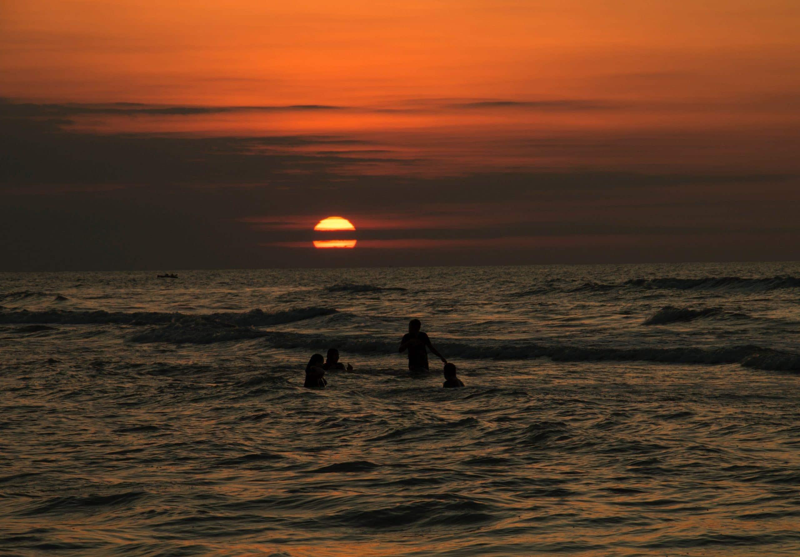 couché de soleil à la mer l'été