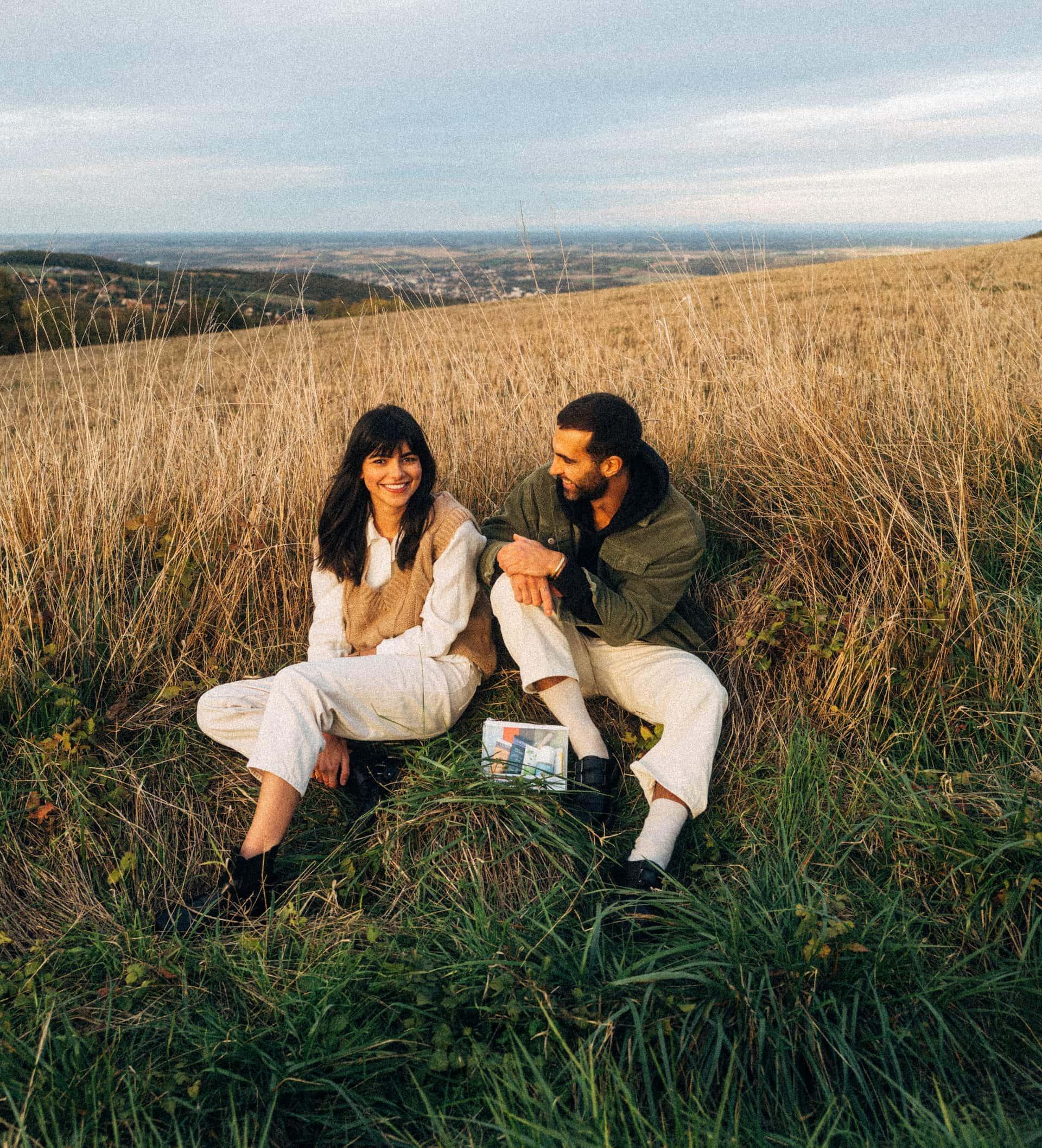 couple dans les champs trousse de toilette blooom